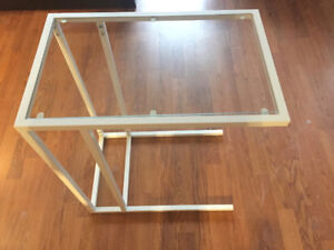 Table d'appoint/Support pour portable blanc/verre IKEA VITTSJÖ