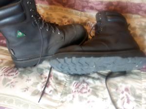Chaussure de travail AVEC  cap d'acier $ 18