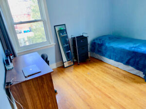 Room Sublet/Rental, 2 MINUTES walk to Mohawk college!