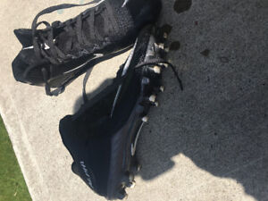 FOOT BALL 9 SIZE SHOES FOR SALE