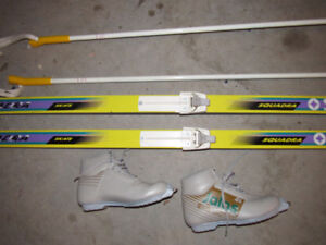 Cross country skis, matching boots and poles for Men and Women