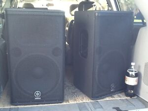 2 Yamaha DSR 115 Powered Speakers