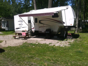 2004 5 th wheel prowler regal 29.5 feet