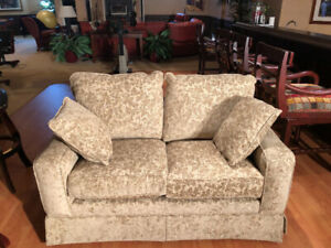 Love Seat w pullout single