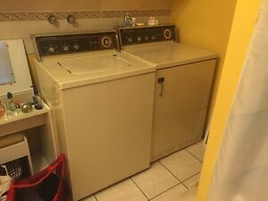 Hotpoint Laveuse et secheuse / washer and dryer