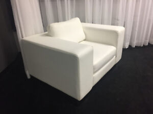 OVERSIZED WHITE CHAIR