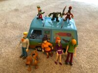 Scooby Doo Mystery Machine and Figures