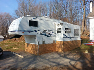 2004 Keystone Cougar 31' Fifth Wheel Trailer- 281EFS