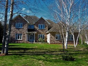 BEAUTIFUL FAMILY HOME WITH LAKEFRONTAGE