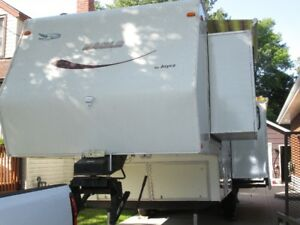 Sacrifice: One owner 32'-5th wheel Jayco trailer for sale