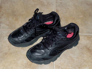 Running Shoes .. Size 8.5 .. As Shown : Like New .. Cambridge Kitchener Area image 2