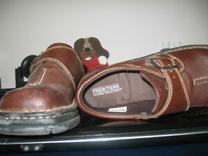 BROWN LEATHER LADIES SLIP ON SHOES SIZE 8 1/2 Kingston Kingston Area image 3