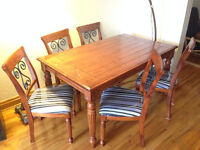 Beautiful Rustic Dining Table & Chairs