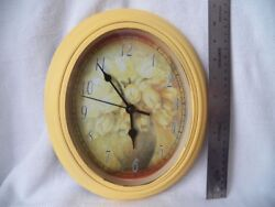 Tulip Wall Clock Vtg Yellow Flowers Tulips vase oval 10 Quartz Clock plastic