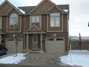 ****BEAUTIFUL END UNIT TOWNHOUSE FOR RENT, 3 BED & 2.5 BATH****
