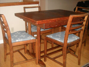 Antique English Table and Chairs North Shore Greater Vancouver Area image 3