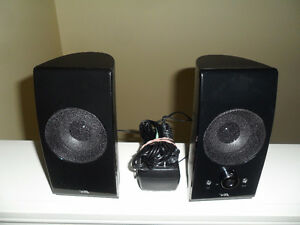 DA portable computer speakers with built in amp