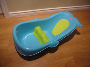 Fisher Price Baby Bath Tub (with newborn insert)