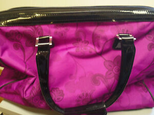 Gloria Vanderbilt Overnight Bag- like new