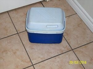 rubbermaid 5 qt personal cooler