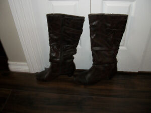 PRICE REDUCED---LADIES KNEE HIGH BOOTS