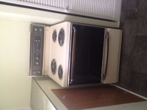 10 yr old Electric Coil Stove 30' + 4yr old Dishwasher White 24'