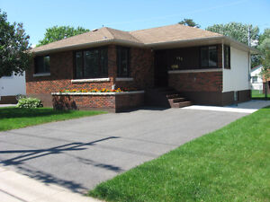 4 BEDROOM BUNGALOW @ 1821 WALSH STREET E.