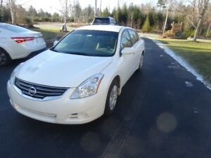 2010 Nissan Altima  *lowered price and can include extra tires*