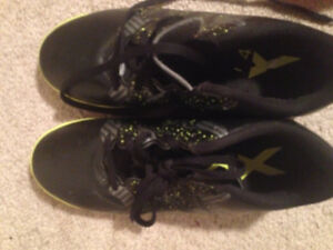 BOYS size 5 indoor soccer cleats. Almost new