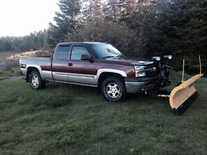 2003 Chevrolet Silverado 1500 Fully loaded Pickup Truck