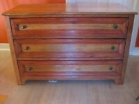 superbe commode antique en bois franc 3 tiroirs Longueuil / South Shore Greater Montréal Preview