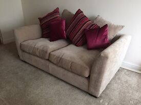 2 SEATER SOFA EXCELLENT LIKE NEW COND