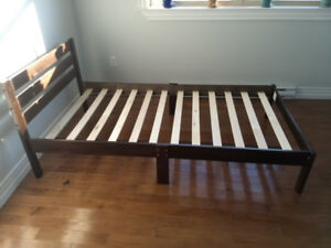 Twin size bed frame. Less than 1 yr old. Perfect condition.