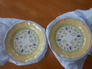 Set of 2 Sandwich / Dessert / luncheon Plates