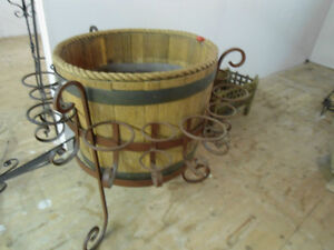 PARTY  BARREL OAK/WHISKEY ICE-BEVERAGE HOLDER WROUGHT IRON FRAME