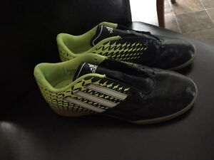 Ladies/ Youth indoor soccer shoes size 6