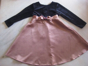 Robe d'occasion (fille 6-7 ans)