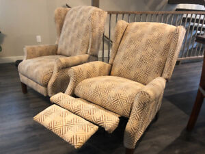 Two lazy boy recliners for only 800  bought for over 1400 each!
