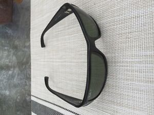 FOR SALE: RAY BAN RB4057 BLACK POLARIZED SUNGLASSES GREEN LENS