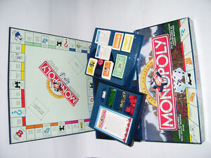 DELUXE BILINGUAL MONOPOLY GAME