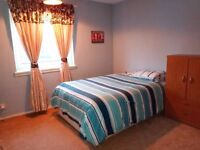 Wi-Fi & bills included Student Furnished double room in 2 bedroom flat Glasgow £70 per week Bargain