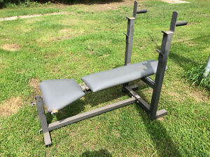 Weight Bench with Incline and Adjustable Rack In good condition,