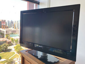 "32"" LCD flatscreen TV - Brand & Model: Philips 32PFL5332"