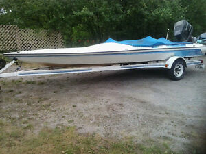 Boat trailer - Fits up to 21ft boat --READY TO USE  $1600 obo