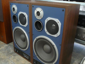 Wanted,,marantz precision series speakers as in photo or hd 770