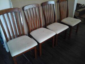 table et chaises Saguenay Saguenay-Lac-Saint-Jean image 3