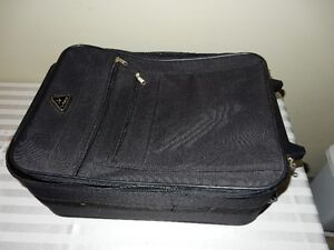 Carry-on suitcase (Black)