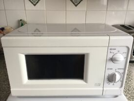 700w microwave in white
