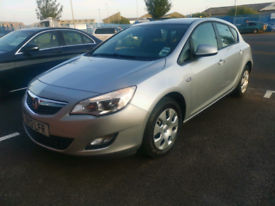 2012 Vauxhall Astra 1.4 exclusive 5-door hatch low mileage two owners