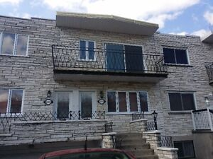 New renovated upper duplex 5 1/2 besides Angrignon park for rent